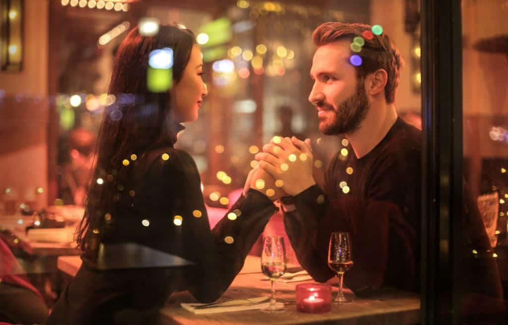 How to start and maintain a good conversation with the girl you like